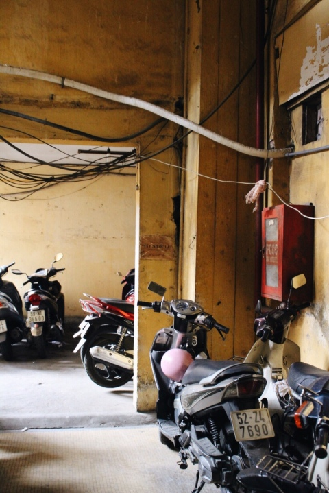 saigon ho chi minh travel city guide sugarsheet vietnam motorbikes building sugarsheet