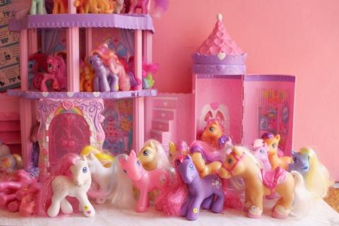 my little pony poney seoul south korea neon moon vintage shop toy travel south korea sugarsheet
