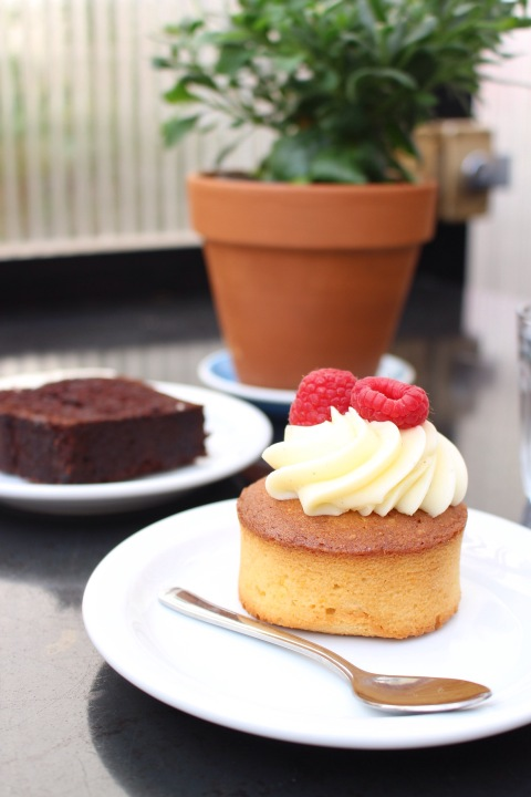 honor cafe pastry dessert paris saint honoré sugarsheet travel best