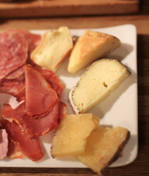 Budget Sugarsheet Cheese ham plate apero Paris Inaro republique best wine bar