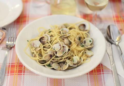 spaghetti alle vongole venice italy best murano restaurant la perla ai bisatei
