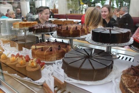 Sugarsheet Cake Vienna Wien Best pastry Sachertorte austria city guide